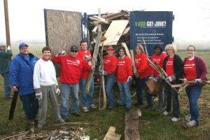 The full group of Bank of America volunteers at the end of the cleanup