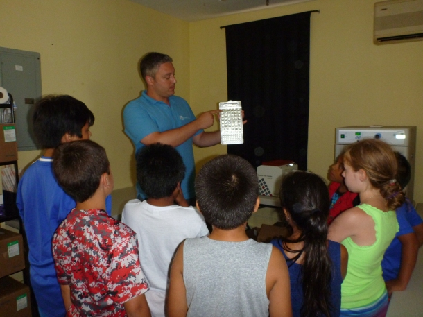 Our Water Quality Manager, Peter Linderoth with students.